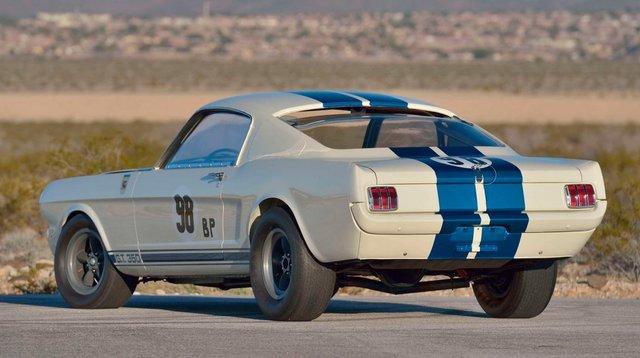Легендарний Ford Mustang Shelby GT350R продали за шалені гроші - фото 416711