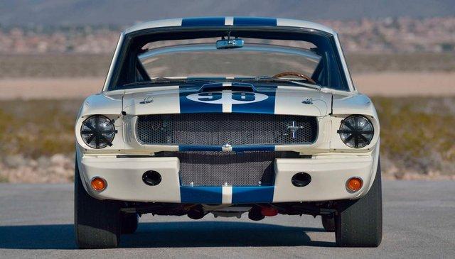 Легендарний Ford Mustang Shelby GT350R продали за шалені гроші - фото 416712