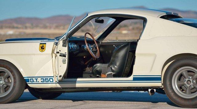 Легендарний Ford Mustang Shelby GT350R продали за шалені гроші - фото 416713