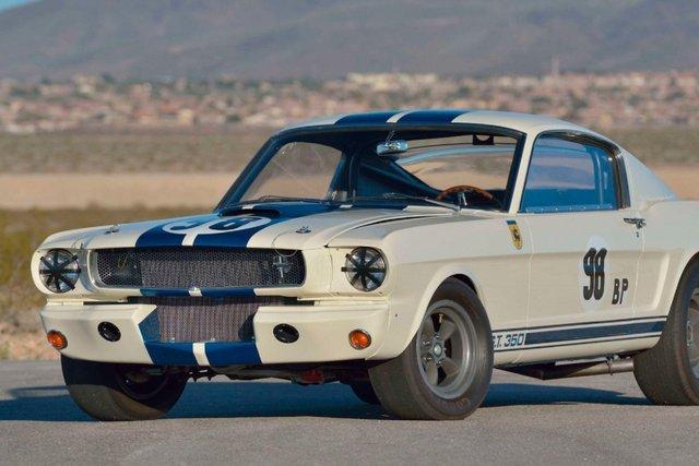 Легендарний Ford Mustang Shelby GT350R продали за шалені гроші - фото 416714