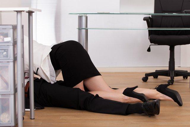 Багато пар не відмовилися б і від сексу в офісі - фото 416728