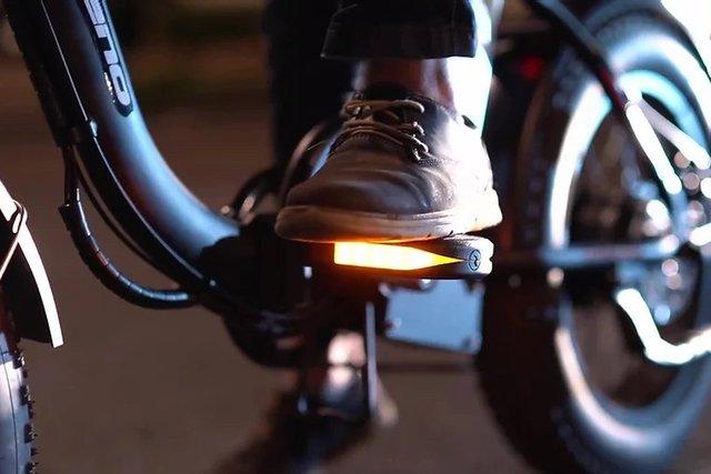 Представлено електровелосипед з педалями-поворотниками - фото 416838