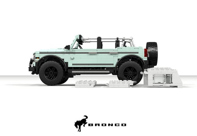 Позашляховик Ford Bronco 2021 зібрали з Lego - фото 416951