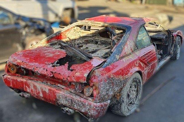 Викрадений 30 років тому Ferrari випадково знайшли аквалангісти: фотофакт - фото 417392