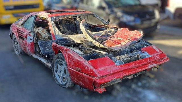 Викрадений 30 років тому Ferrari випадково знайшли аквалангісти: фотофакт - фото 417394
