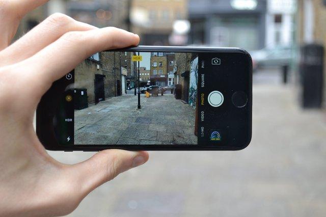 Бюджетні iPhone мають обмежений функціонал камер - фото 417440