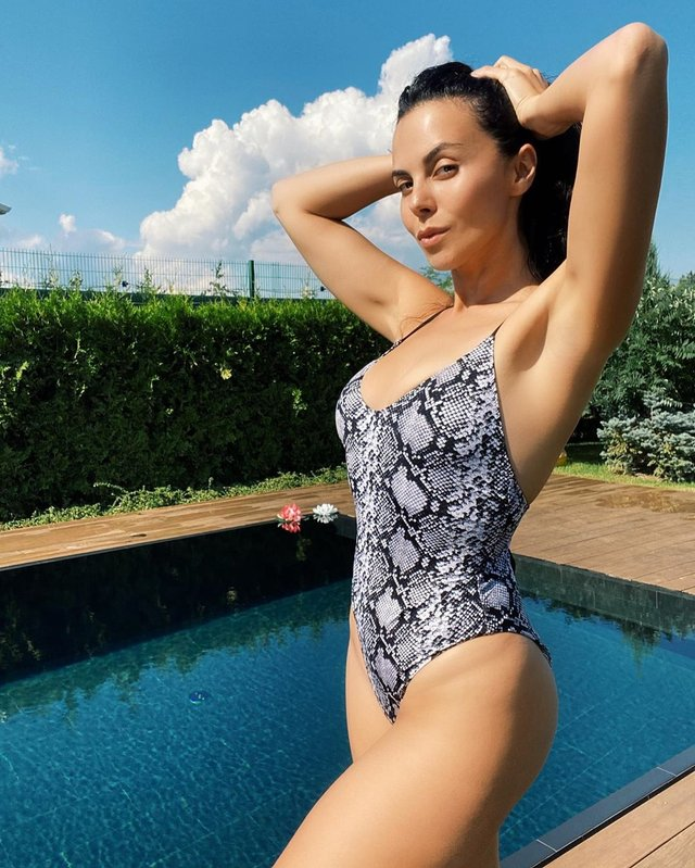 Настя Каменських поділилась сексуальним фото у купальнику - фото 417508