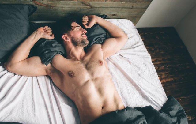 Сон на спині допомагає зменшити біль у спині - фото 418036