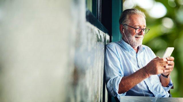Учені рекомендують долучати старше покоління до користування інтернетом - фото 418379