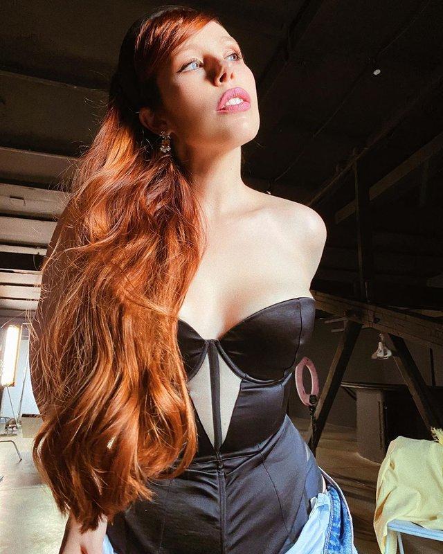 Соня Плакидюк показала розкішну гриву - фото 418628