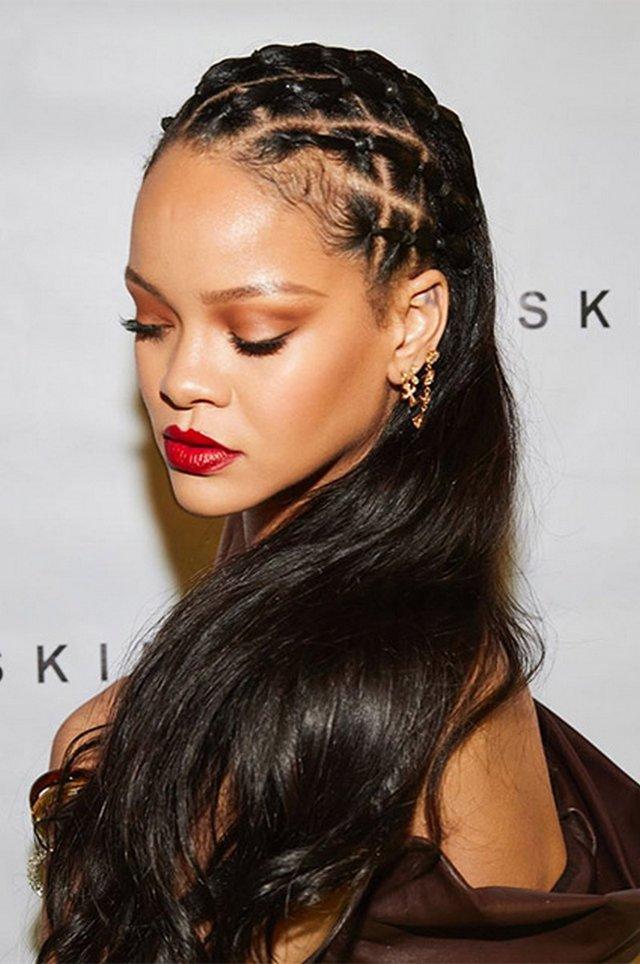 Схудла Rihanna обтягнула фігуру шкіряною сукнею - фото 418984