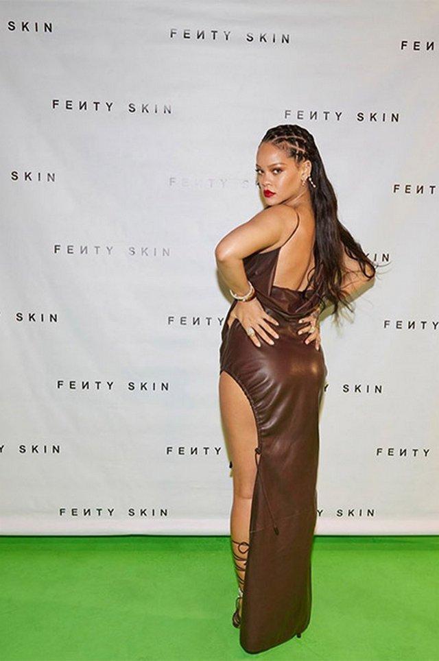 Схудла Rihanna обтягнула фігуру шкіряною сукнею - фото 418986