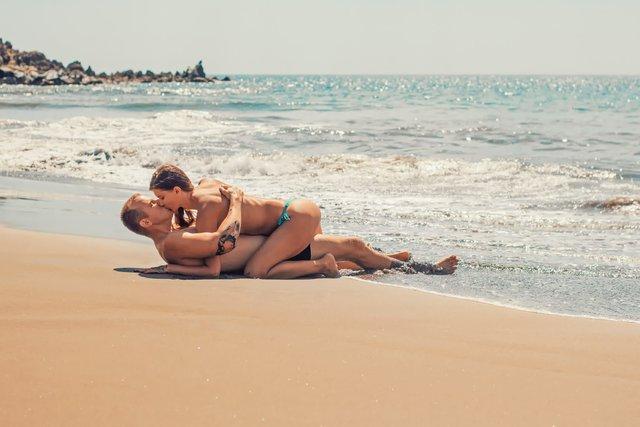 Секс на пляжі може закінчитися штрафом - фото 419064