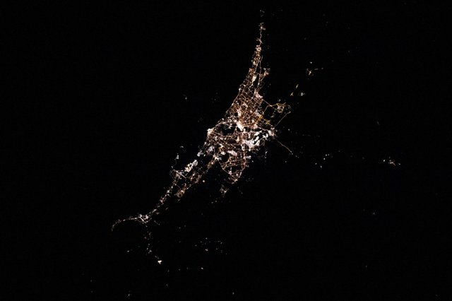 У NASA показали найзахопливіші фото, які зробили під час історичної місії SpaceX - фото 419076