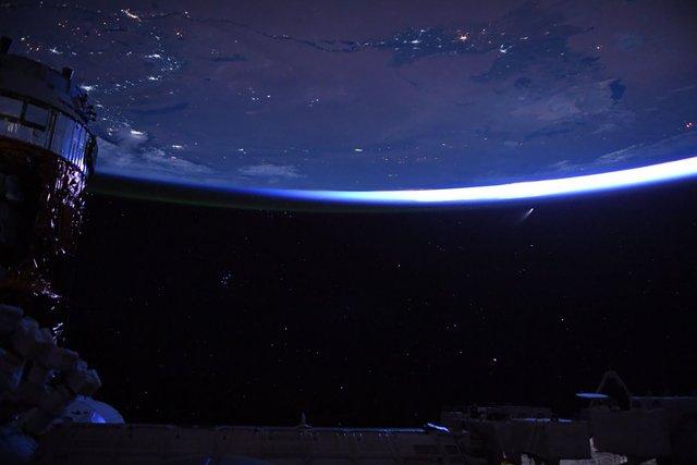 У NASA показали найзахопливіші фото, які зробили під час історичної місії SpaceX - фото 419077