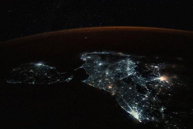 У NASA показали найзахопливіші фото, які зробили під час історичної місії SpaceX - фото 419080