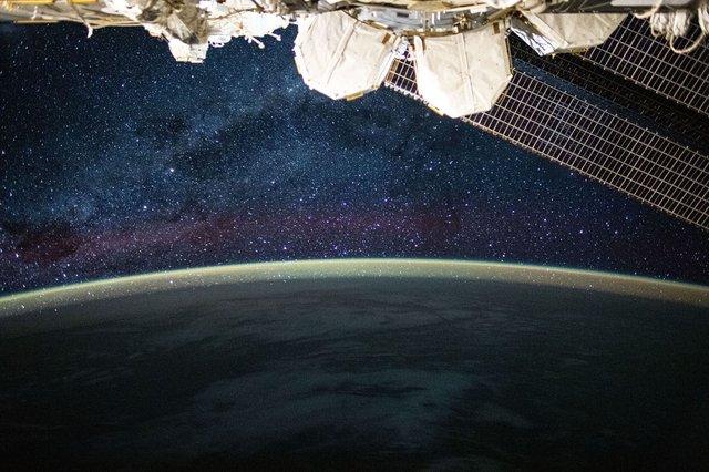 У NASA показали найзахопливіші фото, які зробили під час історичної місії SpaceX - фото 419084
