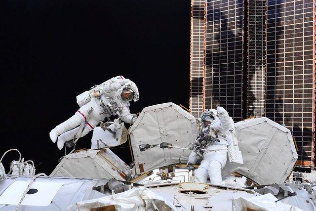У NASA показали найзахопливіші фото, які зробили під час історичної місії SpaceX - фото 419087