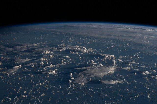 У NASA показали найзахопливіші фото, які зробили під час історичної місії SpaceX - фото 419088