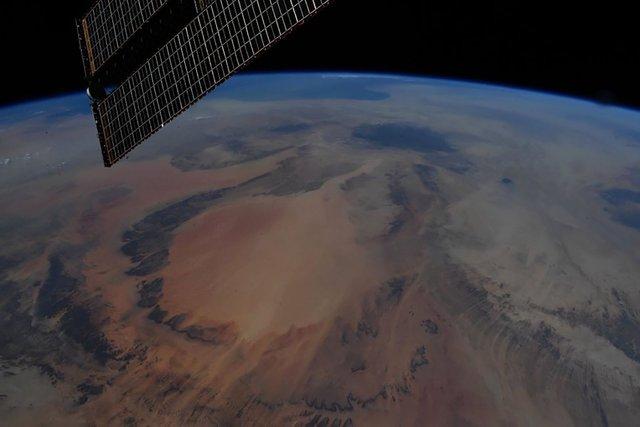 У NASA показали найзахопливіші фото, які зробили під час історичної місії SpaceX - фото 419091
