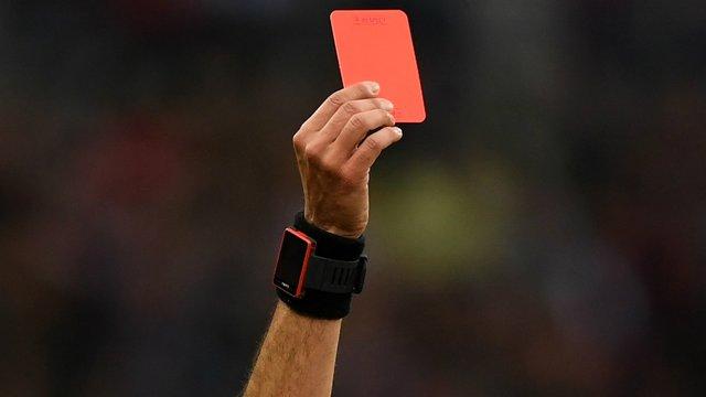 Футболісту може навіть загрожувати вилучення з поля - фото 419180