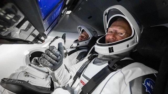 Астронавти з Dragon Crew розповіли про моторошні звуки під час польоту на Землю - фото 419357