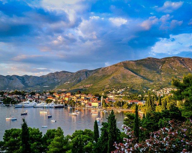 Чорногорія дозволила українцям в'їзд без обмежень - фото 419695