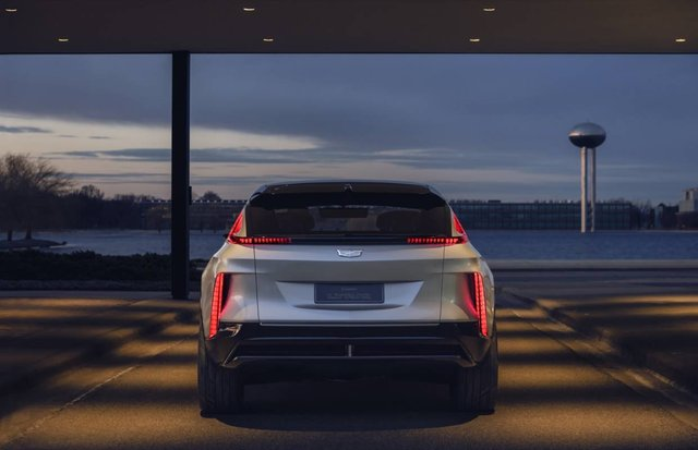 Cadillac представила свій перший електричний позашляховик - фото 419910
