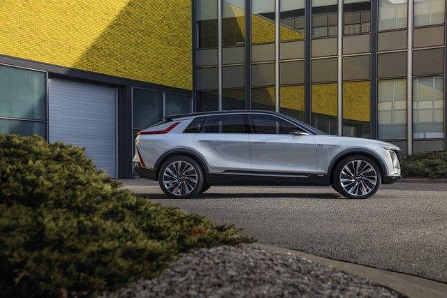 Cadillac представила свій перший електричний позашляховик - фото 419912