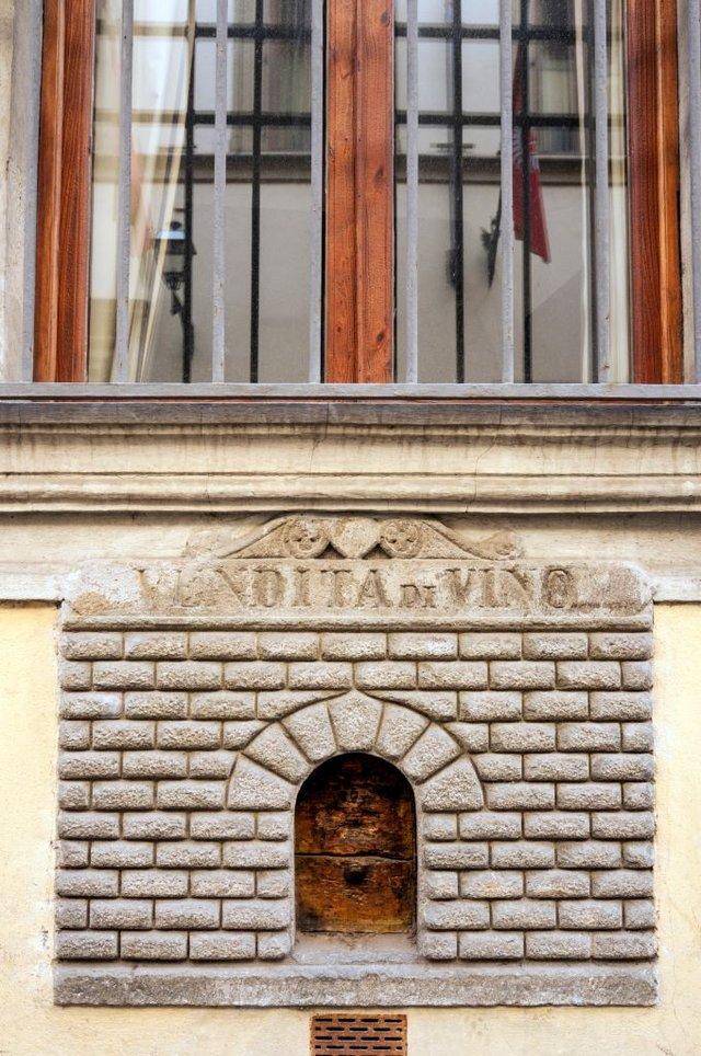 В Італії відкрили середньовічні чумні винні віконця - фото 420194