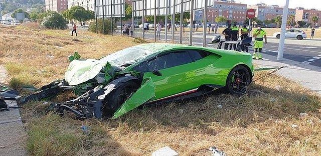 Прокотився: іспанець розбив Lamborghini друга за 235 тисяч євро - фото 420267