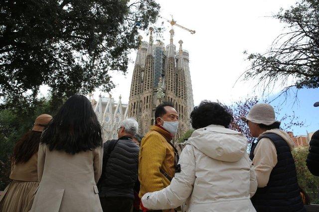 Влада Іспанії посилює карантин - фото 420446