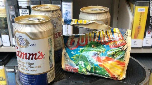 У бібліотеці Вашингтона знайшли схованку з пивом і цукерками з 1980-х: фотофакт - фото 420590