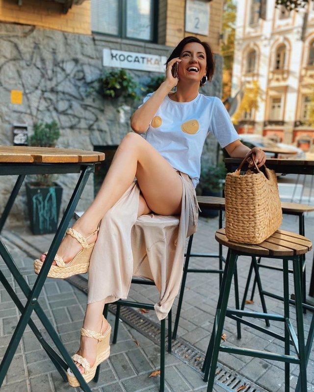 Оля Цибульська показала спокусливі ніжки прихильникам - фото 421423