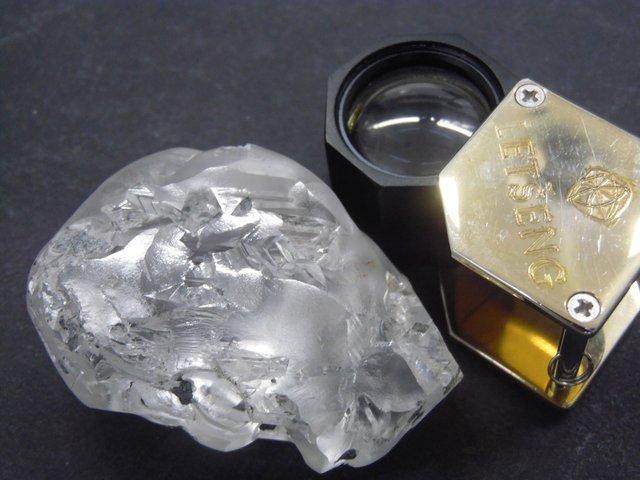 В Африці знайшли один з найбільших у світі алмазів: фотофакт - фото 421654