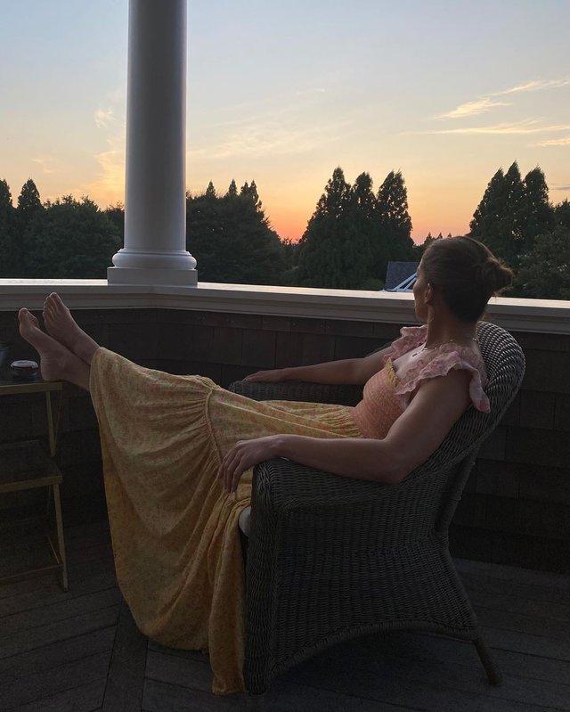Дженніфер Лопес поділилася домашніми знімками в романтичному образі - фото 421757