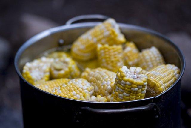 Консервована кукурудза на зиму: рецепти приготування в домашніх умовах - фото 422264