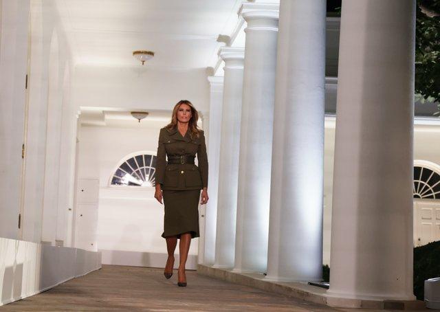 Меланія Трамп з'явилась у костюмі від Alexander McQueen - фото 422412