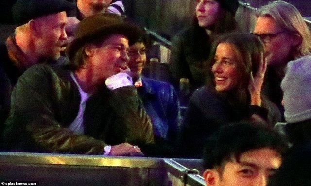 Бред Пітт вирушив на побачення з моделлю, схожою на Джолі - фото 422415