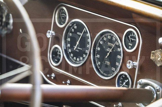 З молотка пустять 83-річний Bugatti з 220-сильним двигуном: його ціна космічна - фото 422628