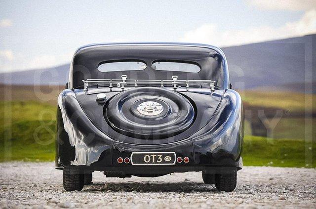 З молотка пустять 83-річний Bugatti з 220-сильним двигуном: його ціна космічна - фото 422634