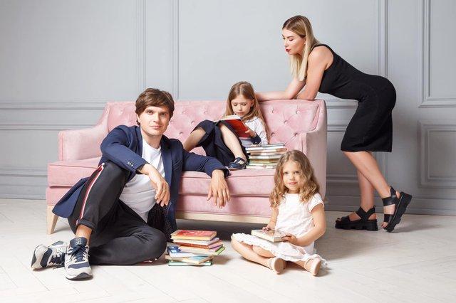 Остапчук веде дочку в перший клас, а Ivan NAVI згадує шкільні роки: зіркова фотодобірка - фото 423124