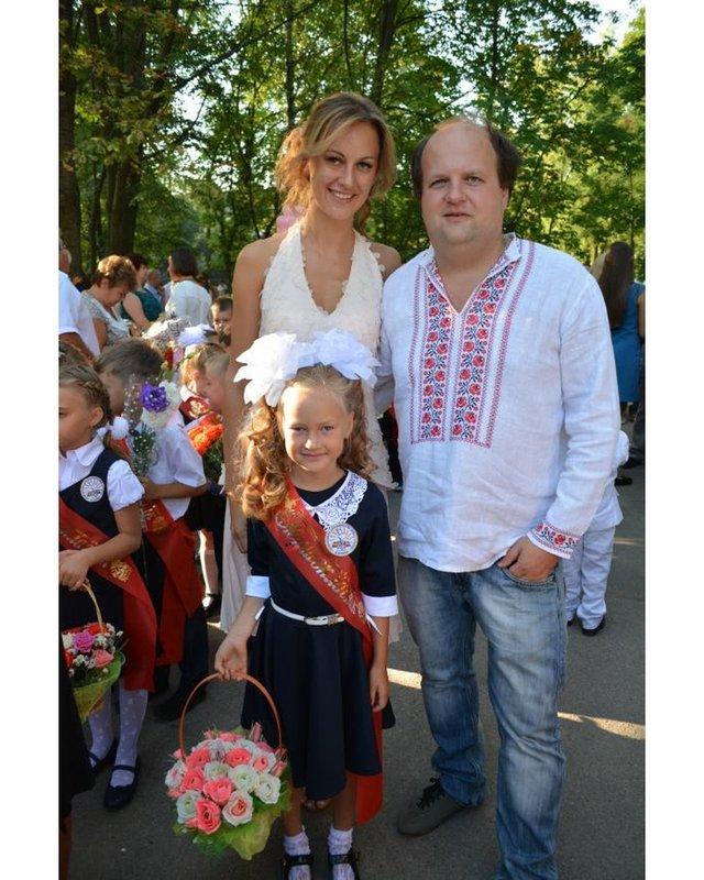 Остапчук веде дочку в перший клас, а Ivan NAVI згадує шкільні роки: зіркова фотодобірка - фото 423145