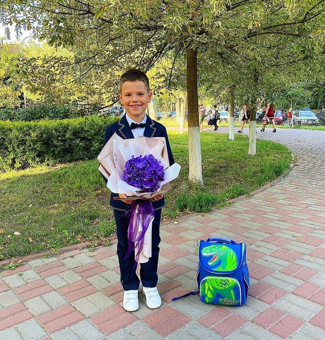 Остапчук веде дочку в перший клас, а Ivan NAVI згадує шкільні роки: зіркова фотодобірка - фото 423147