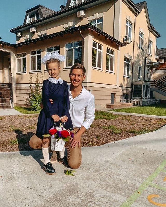 Остапчук веде дочку в перший клас, а Ivan NAVI згадує шкільні роки: зіркова фотодобірка - фото 423149