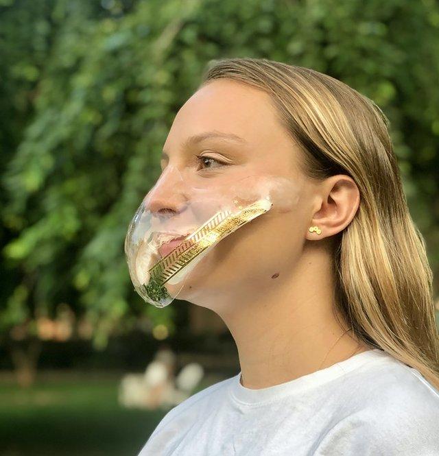 Дизайнери створили захисну маску, яка може лікувати шкіру - фото 423212