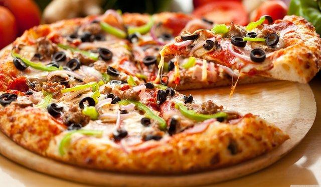 Ніякої піци: колишній кухар Єлизавети II розкрив секрети королівського харчування - фото 423236