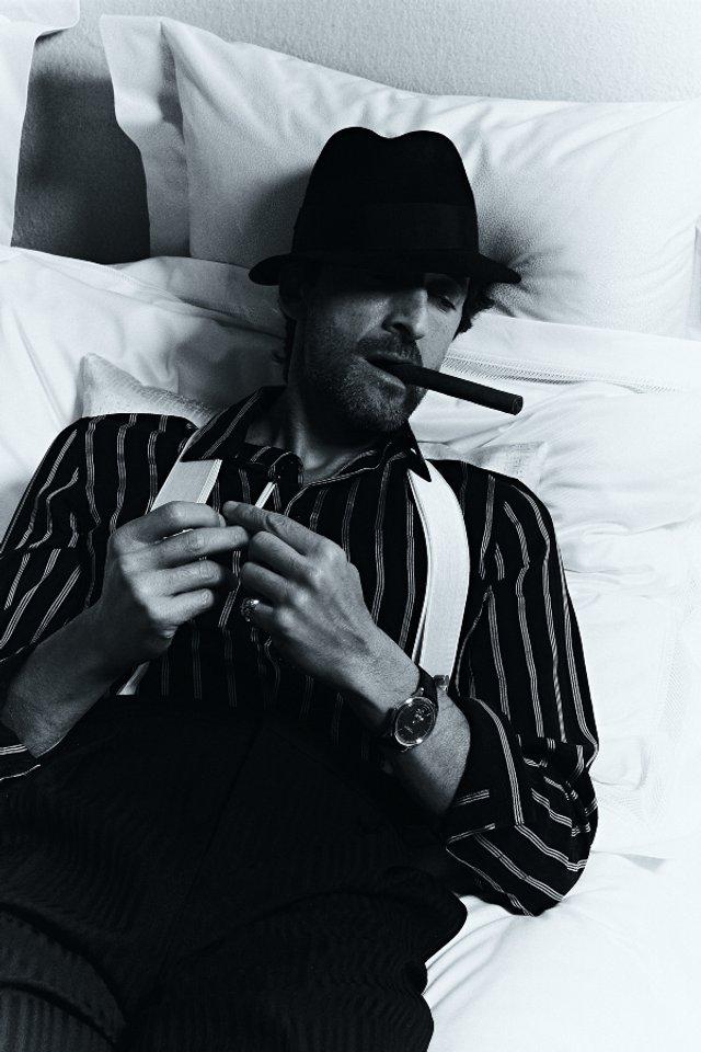 Едрієн Броуді знову сів за піаніно для зйомок в Esquire: стильні фото - фото 423397