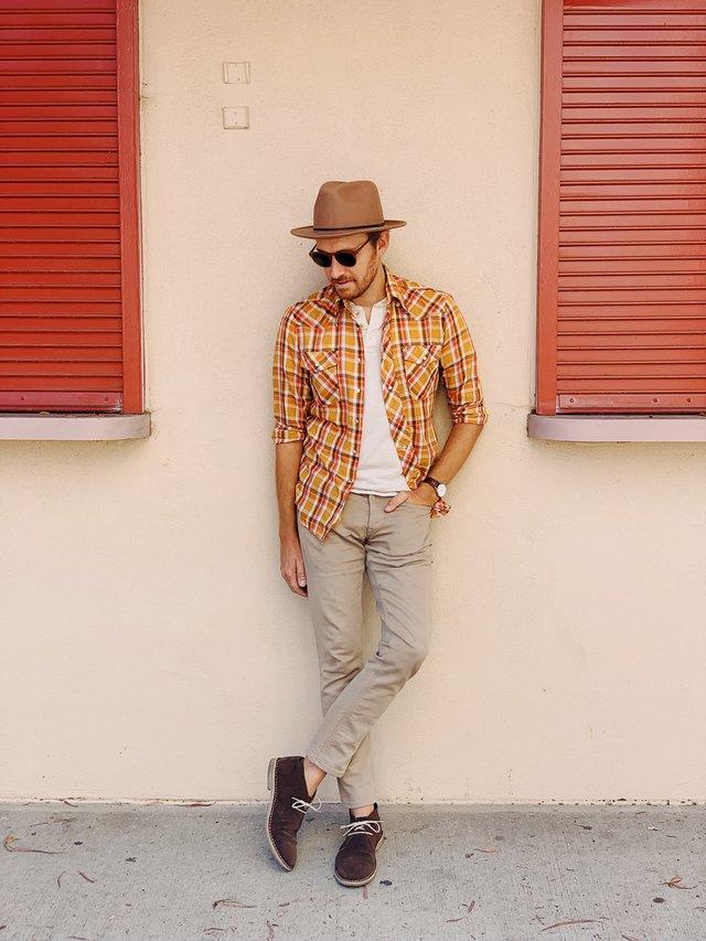 З чим носити і як поєднувати сорочки чоловікам: 10 модних ідей у фото - фото 423518