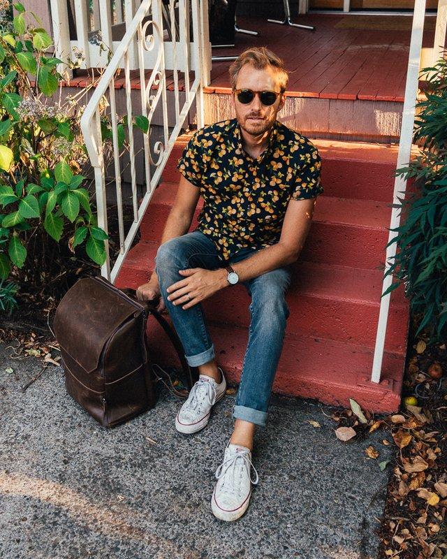 З чим носити і як поєднувати сорочки чоловікам: 10 модних ідей у фото - фото 423519